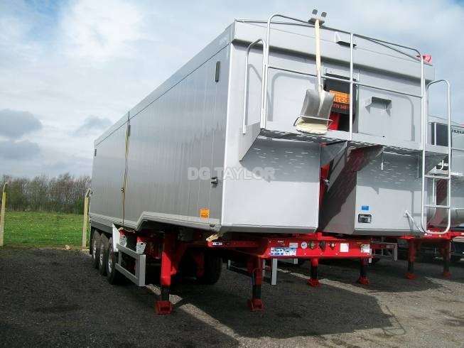 NEW WILCOX STEPFRAME PLANKSIDED TRI AXLE TIPPING TRAILER