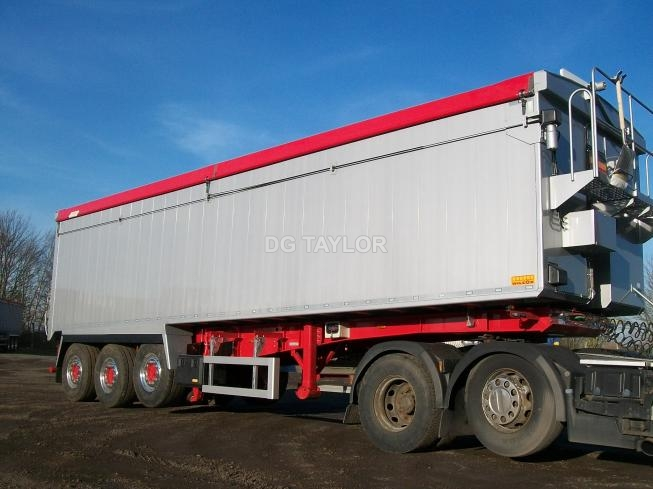 NEW WILCOX SLOPING PLANKSIDED TRI AXLE TIPPING TRAILER